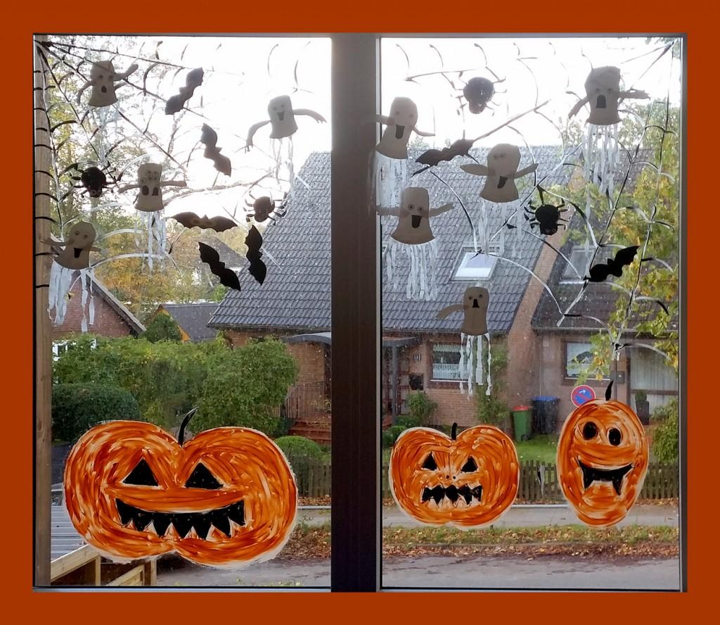 Fensterbild in der Kita Flurspatz mit Kürbisgesichtern und Gespenstern